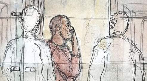 «Quoi que je dise, quoi que je fasse, tout est balayé d'un revers de manche. Je ne veux plus continuer comme ça. Je quittece procès, je m'en vais, je récuse mes avocats»,a déclaré mercredi Yvan Colonna (ici, quittant la salle).