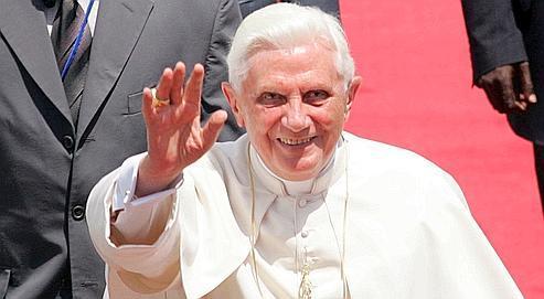 Vendredi soir à Luanda, Benoît XVI a choisi le registre politique avec un message pour «le continent tout entier», le véritable «horizon» de son voyage, a-t-il confié.