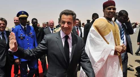 Nicolas Sarkozy a tenu à saluer le «partenariat stratégique » avec le Niger en rencontrant hier son président, Mamadou Tandja.