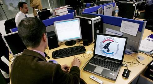 Dans les locaux de l'Office central de lutte contre la criminalité liée aux technologies de l'information et de la communication (OCLCTIC),les policiers utilisent des crawlers, des logiciels de recherche spécialisés pour sonder les sites.