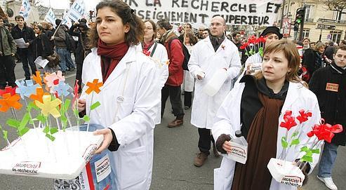 Des chercheurs grévistes menacent le bac