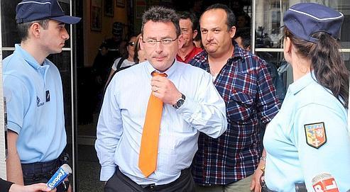 Derek Sherwin, l'un des responsables de Scapa séquestrés depuis mardi soir, à la sortie de la mairie de Bellegarde, où était organisée mercredi une réunion de négociation.