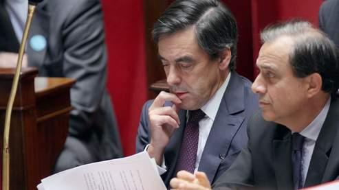 Nicolas Sarkozy a déploré l'absence de Roger Karoutchi à l'Assemblée lors du vote de la loi Création et Internet, jeudi après-midi. Et reproché à François Fillon de ne pas avoir vu venir le coup.