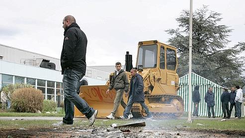 Les salariés de Caterpillar sommés de quitter leur usine