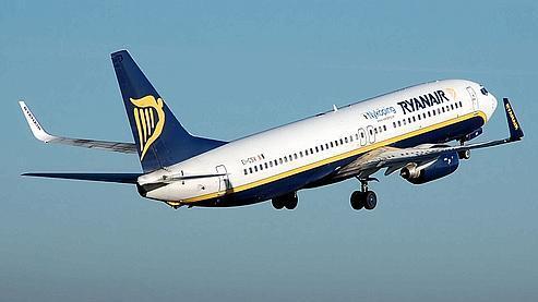 A l'avenir, Ryanair pourrait notamment facturer un deuxième billet aux passagers dont la taille «touche simultanément les deux accoudoirs». (Crédit photo AFP)