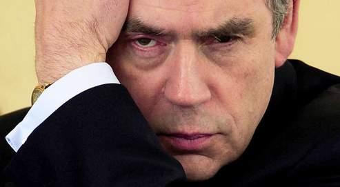 Gordon Brown, qui participait à une cérémonie à Bradford vendredi, voit son parti crédité de 23% des intentions de vote, selon un sondage.