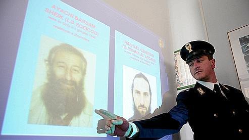 Bassam Ayachi (à gauche sur ces clichés présentés mardi par les autorités transalpines) et Raphaël Gendron avaient été arrêtés à Bari en novembre 2008 après la découverte d'immigrés clandestins dans leur camping-car.
