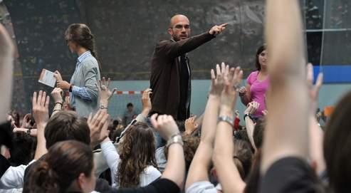 Les étudiants de l'université de Caen votent lors d'une assemblée générale, mardi 12 mai, pour décider de la poursuite ou non de leur mouvement.