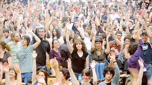 Les déclarations du gouvernement surviennent alors que de nombreuses universités sont toujours bloquées. Mercredi, la fac de Toulouse II le Mirail a voté la poursuite de la grève.Crédits photo : AFP