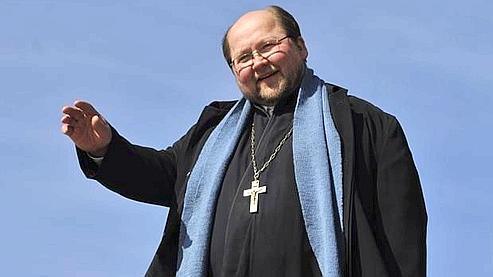 Le Père Mitro est célèbre en Finlande pour son sens de l'humour.