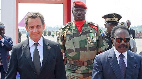 Nicolas Sarkozy et Omar Bongo, en juillet 2007 à Libreville. (Patrick Kovarik / AFP)