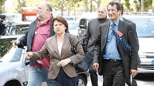 Martine Aubry et François Lamy arrivent au Conseil national mardi soir pour tirer les leçons de l'échec cuisant du PS aux européennes. (François Bouchon / Le Figaro)