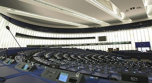 Pour le PPE, la montée des eurosceptiques et celle, parallèle, de l'extrême droite justifient la formation d'une grande alliance parlementaire, des conservateurs aux libéraux et aux socialistes.