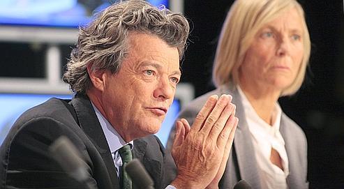 Jean-Louis Borloo, le 6 mai, dans son bureau du ministère de l'Écologie. (AFP/GUILLOT)