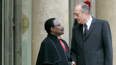 Jacques Chirac et Omar Bongo en novembre 2006. Les relations de Valery Giscard d'Estaing avec Jacques Chirac sont notoirement mauvaises, alors même que les deux hommes se côtoient au Conseil constitutionnel.