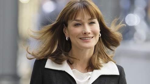 Carla Bruni-Sarkozy a fait des courtes apparitions dans «Prêt-à-porter» de Robert Altman et dans «Paparazzi» d'Alain Berbérian mais la première dame n'y jouait que son propre rôle.