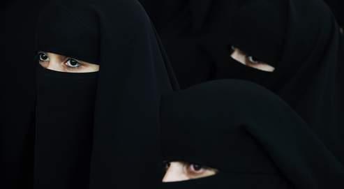 Elles seraient quelques milliers en France à porter un voile intégral, avec ou sans tissu grillagé au niveau des yeux.