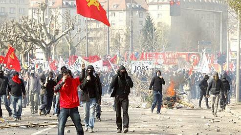 Des manifestants saccagent les rues de Strasbourg début avril en marge du sommet de l'Otan. (Sébastien Soriano / Le Figaro)