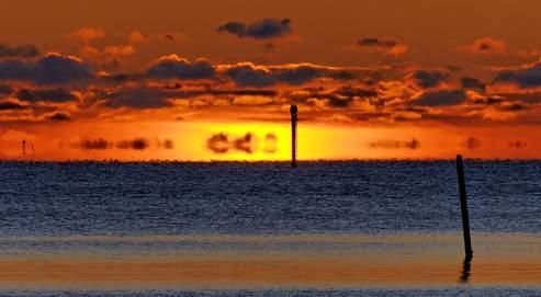 Un mirage lors du coucher du soleil au-dessus de la baie d'Helsinki (Finlande). (Crédits photo : Niklas Sjöblom, Flickr, contenu sous licence Creative commons).