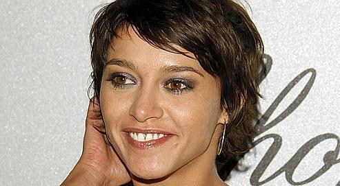 Emma de Caunes joue le rôle de Manon/Marylin, au côté de Frédéric Andrau.