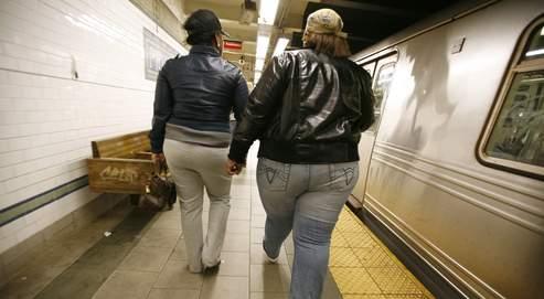 Près des deux tiers des Américains, et un enfant sur cinq, sont obèses ou en surpoids, à l'image de ces usagères du métro new-yorkais. Bertrand Riotord/Le Figaro