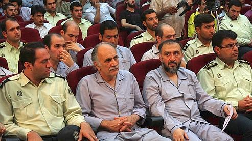 rompant avec le discours de l'opposition, emmenée par le rival malheureux d'Ahmadinejad, Mir Hossein Moussavi, Mohammat Ali Abtahi (2e à droite) aurait affirmé, selon les médias, qu'il n'y avait pas eu de fraudes à la présidentielle du 12 juin.