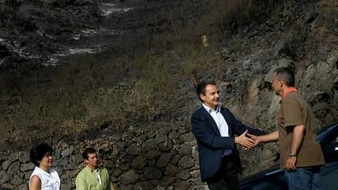 Le premier ministre espagnol, Jose Luis Rodriguez Zapatero, visite une zone sinistrée dimanche.