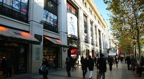 Les magasins de vêtements des Champs-Élysées peuvent désormais ouvrir le dimanche.