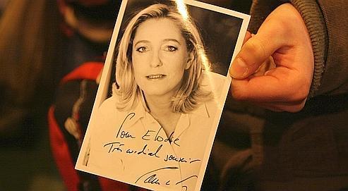 Marine Le Pen (ci-contre son portrait dédicacé à l'une de ses fans, l'an dernier au Salon de l'agriculture) admire profondément le travail de Philip Plisson ou encore d'Henri Cartier-Bresson. Mais «avec le nom que je porte, ça aurait été compliqué» d'exercer le métier de photographe, avoue la femme politique.