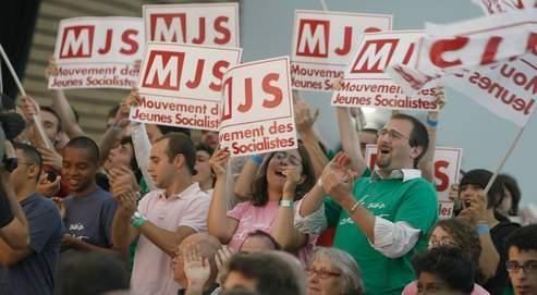 Les jeunes socialistes lors du discours de clôture de Martine Aubry, dimanche. (Sébastien Soriano / Le Figaro)