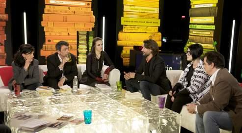 Clara Dupont-Monod, Régis Jauffret, Amélie Nothomb, Frédéric Beigbeder, Chloé Delaume et Alexandre Jardin sur le plateau de «La Grande Librairie».