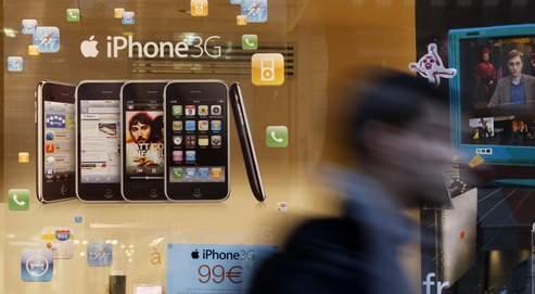 Une boutique Orange, à Paris. Avec l'iPhone, Apple a simplifié l'accès à l'Internet mobile et a créé un modèle économique vertueux.