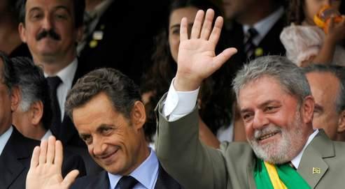 Avant l'annonce de l'achat des Rafale, Nicolas Sarkozy et le président brésilien Luiz Inacio Lula da Silva ont assisté, lundi à Brasilia, à la traditionnelle parade militaire.