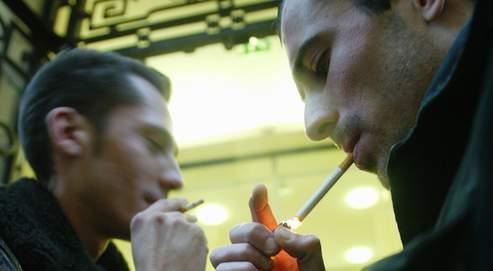 La fumée jouerait également un rôle sur l'heure d'arrivée au travail, les fumeurs accusant un retard d'un quart d'heure sur les autres salariés.