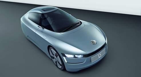 Le concept car L1 de Volkswagen. Cette petite auto de 380kg, roule à 160km/h et ne consomme que 1,38l aux 100.