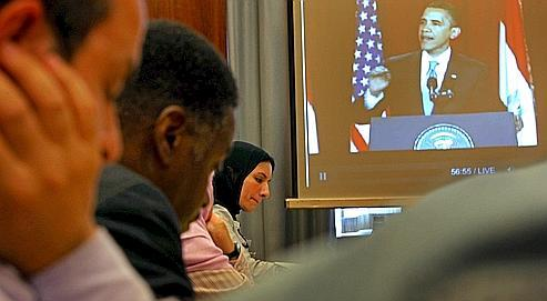 Des membres du Council on American-Islamic Relations (CAIR) écoutent le dscours prononcé par Obama au Caire.