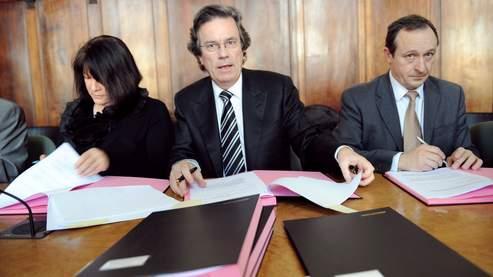 Claude Evin (au centre), ancien ministre socialiste de la Santé.