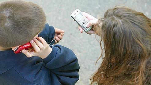 29% des collégiens et 58% des lycéens avouent avoir déjà utilisé leur mobile en plein cours, selon une récente enquête TNS Sofres.