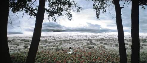 Une image extraite de la vidéo Faezeh, réalisée en 2008. (©Shirin Neshat. Courtesy Galerie Jérôme de Noirmont, Paris.)