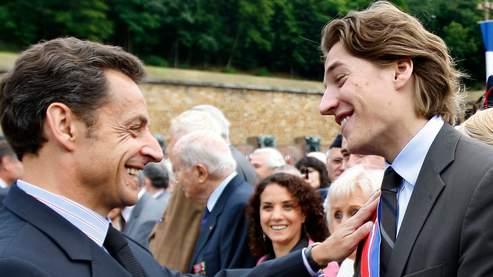 Nicolas Sarkozy et son fils Jean lors d'une cérémonie au Mont Valérien, le 18 juin dernier.