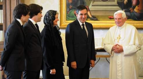 Le pape Benoît XVI a reçu, samedi en audience, François Fillon accompagné de sa femme et de deux de ses fils.