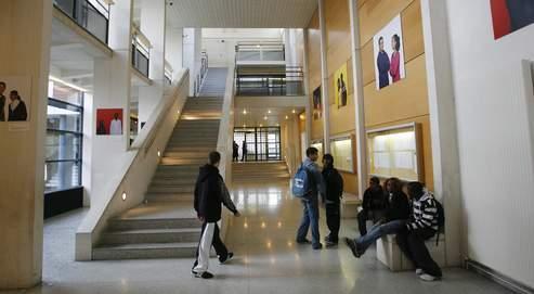 Les tenues sexy des lycéennes ou «baggy» des garçons poussent les établissements à inclure dans leur règlement intérieur des paragraphes spécifiques bannissant minishorts, casquettes et autres bermudas.