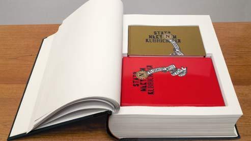 Dans sa maison, Stanley Kubrick possédait une pièce remplie d'archives où il avait réuni pas moins de 17000 images d'époque et photographies conservées sur des cartes IBM perforées. Tous ces documents ont été retrouvés dans des malles et des boîtes. Aujourd'hui, un volumineux coffret collector rassemble  ce matériau d'une valeur inestimable pour les cinéphiles. (Taschen)