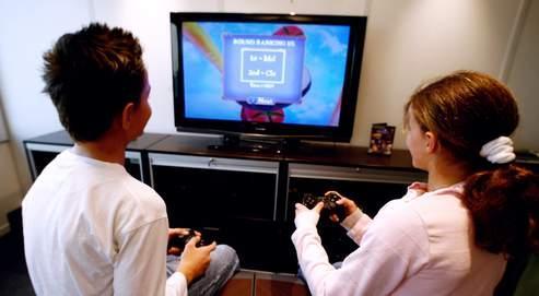 Scénarios violents, addictions, carences sensorielles : certains spécialistes s'inquiètentdes effets d'une surexpositionaux écrans sur le développementdes enfants.
