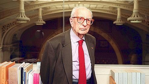 Claude Lévi-Strauss dans son bureau du Collège de France, en 2001 à Paris.