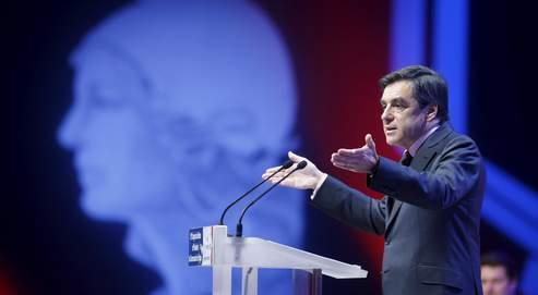 «Rien ne serait plus stupide que de recentraliser», a déclaré François Fillon, mardi à Paris, devant le congrès des maires de France.