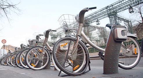 Un Vélib' détérioré dans le quartier des Halles, en février dernier à Paris.