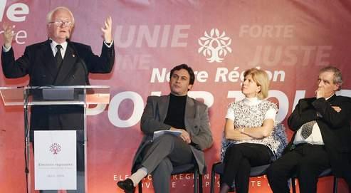 Michel Vauzelle s'exprime en présence de la député PS Sylvie Andrieux (au centre) lors delacampagne pour lesrégionales en2004. Ladéputée ademandé dès cet été àpouvoir s'expliquer surle dossier.
