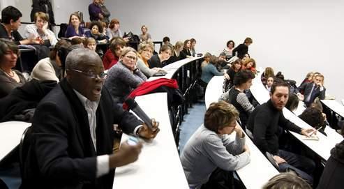 Débat des «mercredis de Créteil» entre enseignants sur la violence et le sexisme, après le visionnage du film La Journée de la jupe, cette semaine dans un lycée de Maisons-Alfort (Val-de-Marne).