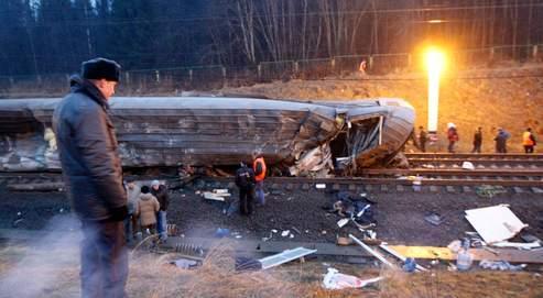 Septkilos de TNT ont explosé vendredi soir au passage du Nevski Express, qui filait vers Moscouà 200kilomètres-heure, avec à son bord 682passagers.